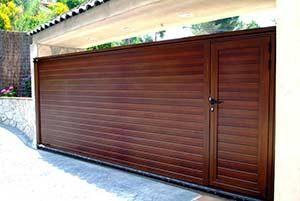 Algunos de los modelos de puerta de garaje corredera que también personalizamos