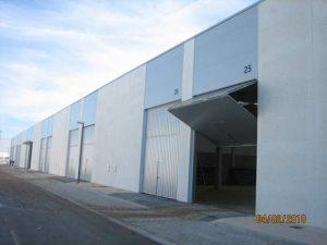 Puerta de garaje industrial contrapesada